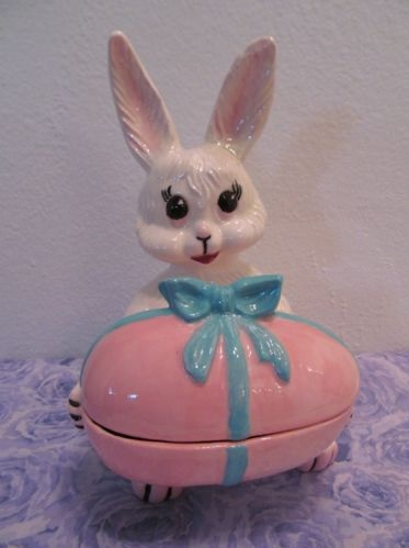 Vintage Easter Decorations | http://antiquevintagegallery.com